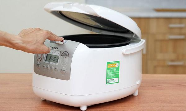 Nồi cơm điện Toshiba tiện dụng, an toàn cho người nấu